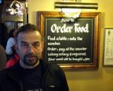 Lupo mit Bestellregel im Hintergrund